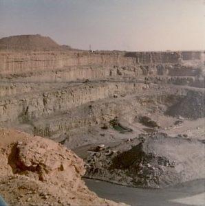 Unwweit von Mali: Uranmine der AREVA  bei Arlit im Niger. Foto: Davin Francois