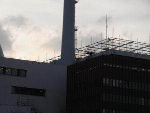 Neu: Lattengerüst gegen Terror-Hubschauer am AKW Brokdorf.