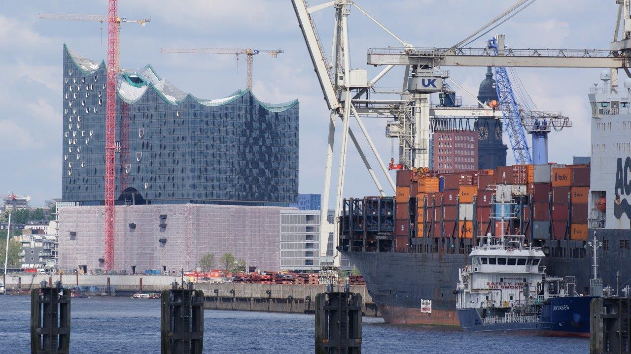Atomtransporte Hamburg: Radioaktiv zu Wasser und zu Lande