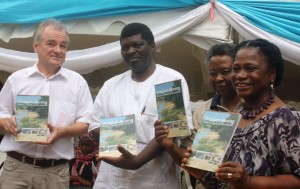 he actual launch of the booklet by Head of Office Rosa-Luxemburg-Stiftung East Africa, Siegfried Schroeder, Guest of Honour Dr. Robert Mtonga, Executive Director Legal and Human Rights Centre, Dr. Helen-Kijo Bisimba and Guest of Honour Mrs. Mahfoudha Hamid. (Foto: RLS)