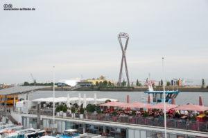 Fotomonage - Hamburger Hafen mit Seilbahn-Träger.