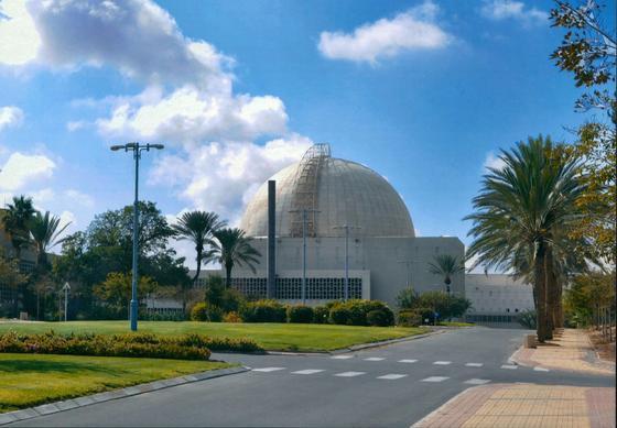 Der Forschungsreaktor in der Negev-Wüste in der Nähe der Stadt Dimona wurde mit neuesten Ultraschall-Geräten untersucht: entdeckt wurden 1537 Mängel. Foto: Negev Nuclear Research Center