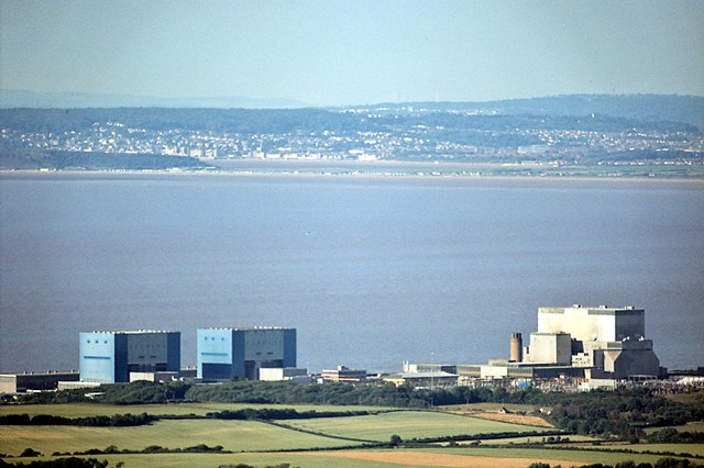 hinkley_point_nuclear_power_station-von-richard-baker-cc-by-sa-2-0-httpscommons-wikimedia-orgwindex-phpcurid4404731