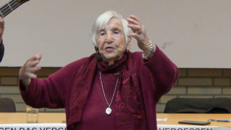 Zum Tod von Ester Bejarano: Gegen das Vergessen – Für immer gegen Nazis und Krieg
